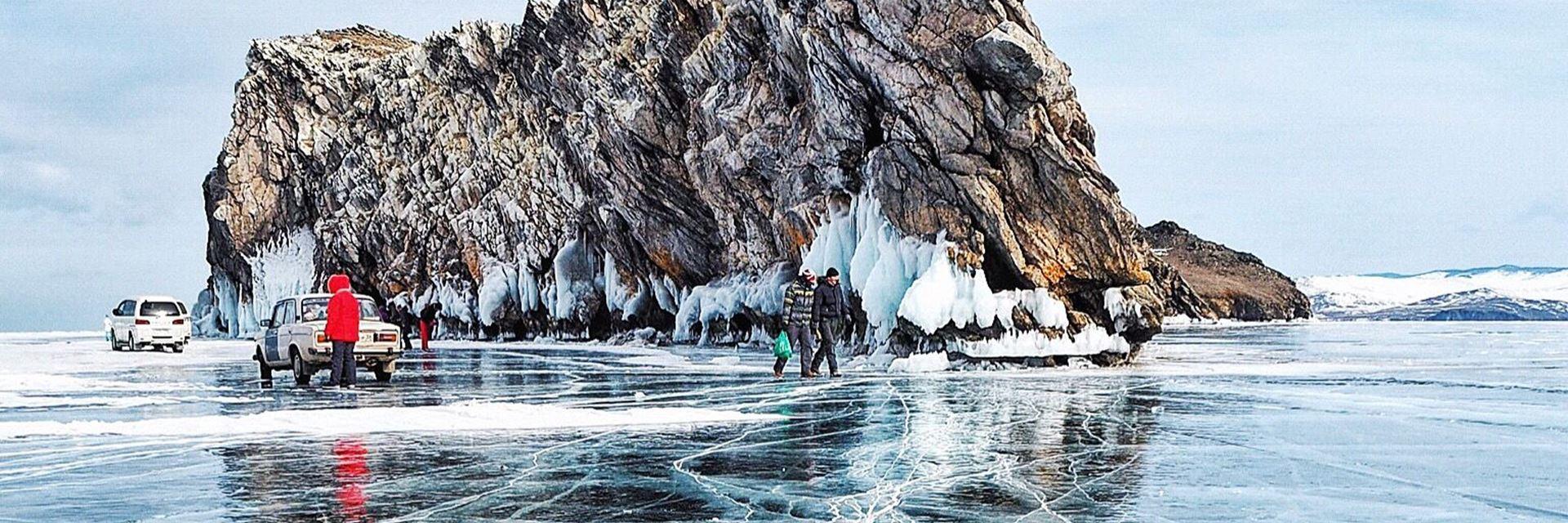 Лед Байкала: когда ехать и где смотреть