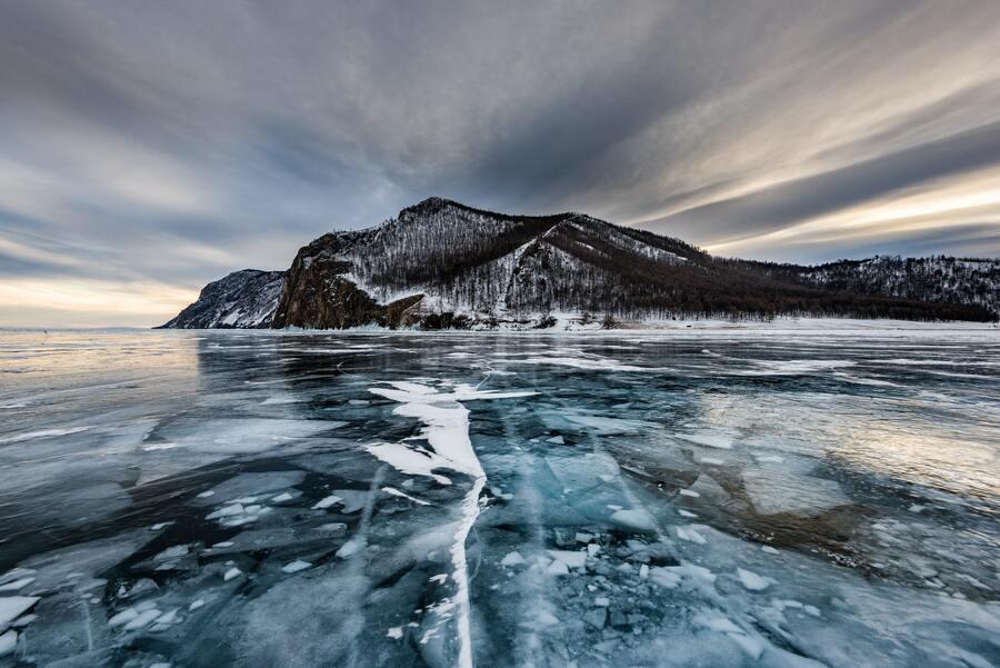 Трещины и становые щели во льду
